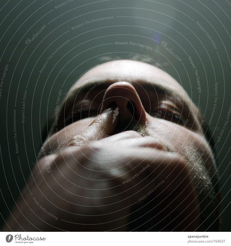 Light Mann Jugendliche Gesicht träumen Kopf Zufriedenheit lustig Haut Erwachsene maskulin Nase verrückt schlafen Vertrauen berühren entdecken