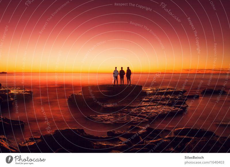 Freundschaft Mensch Natur Ferien & Urlaub & Reisen Jugendliche Sonne Meer Landschaft Strand Ferne 18-30 Jahre Erwachsene Sport Küste Lifestyle Freiheit
