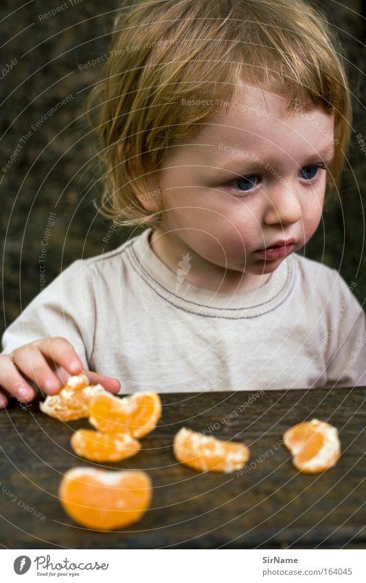 94 [mandarinenesser] Kind schön ruhig Junge Essen natürlich braun Frucht blond authentisch Wachstum Sauberkeit einzigartig T-Shirt Gastronomie Kleinkind
