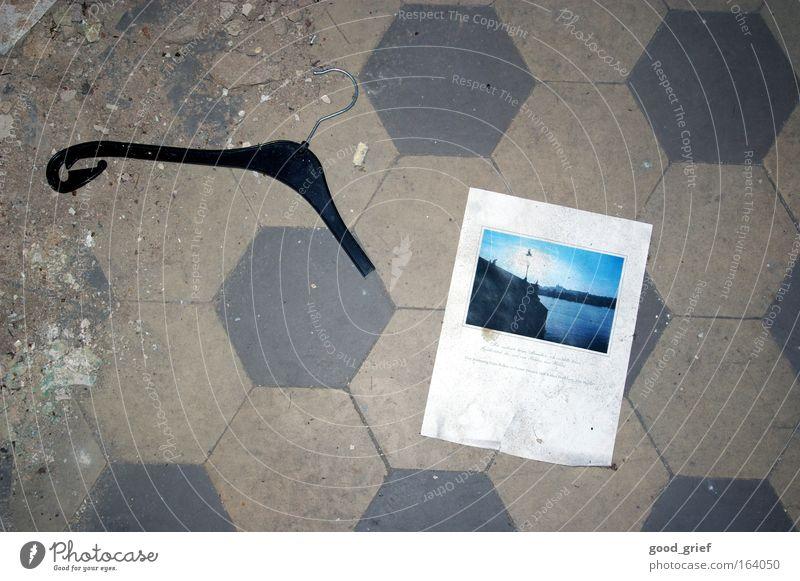 [DD|Apr|09] Dein Photo wurde leider nicht bestätigt. weiß grau Fotografie Kunst dreckig Papier Bodenbelag Müll Bild Fliesen u. Kacheln schäbig Treffer Kleiderbügel abgelehnt