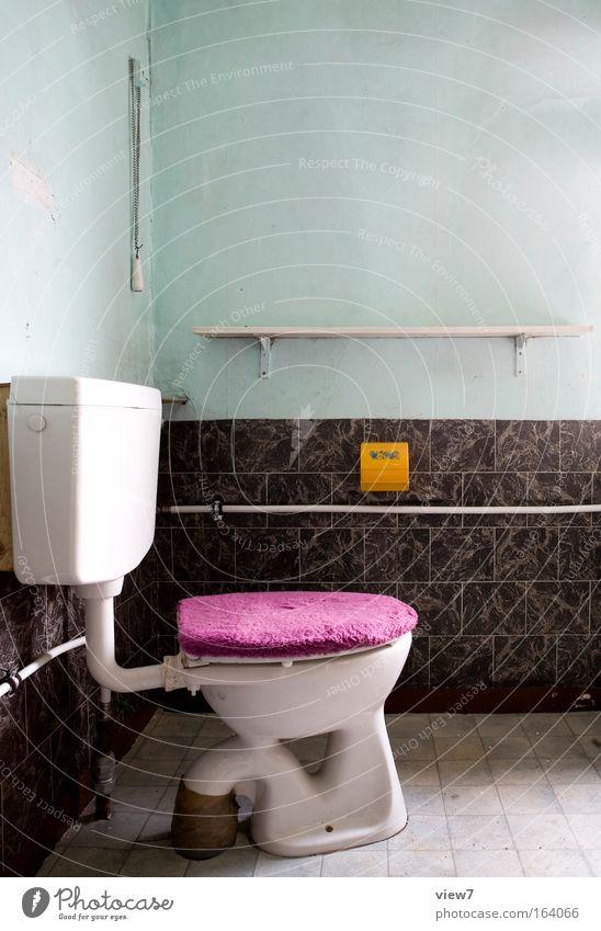 Deckelfell alt Einsamkeit gelb kalt Wand Stein Mauer Traurigkeit Innenarchitektur außergewöhnlich ästhetisch Häusliches Leben Dekoration & Verzierung retro Bad