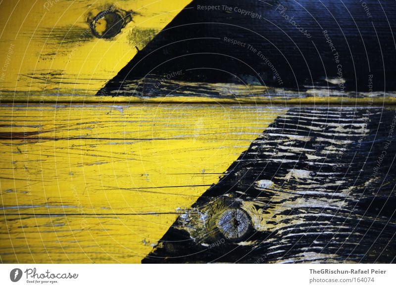Biene Maja alt schwarz gelb Holz Design ästhetisch Coolness kaputt außergewöhnlich Material Riss Originalität eckig Zeit Astloch