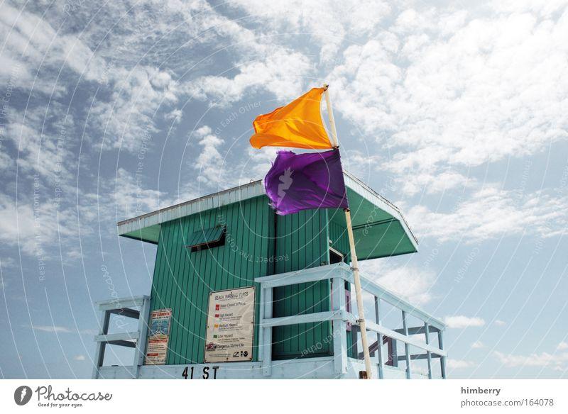 fähnchen im wind Himmel Ferien & Urlaub & Reisen Sommer Wolken Architektur Stil Gebäude Schilder & Markierungen Design frisch Klima Sicherheit Hinweisschild