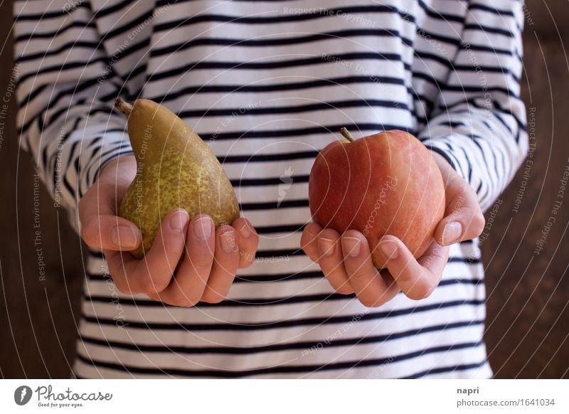 Vergleichsweise Mensch Jugendliche Junge Frau Hand 18-30 Jahre Erwachsene natürlich Gesundheit Frucht frisch 13-18 Jahre festhalten Bioprodukte Apfel wählen