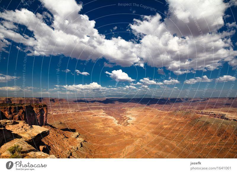 Canyonlands Ferien & Urlaub & Reisen Tourismus Abenteuer Freiheit Sommerurlaub wandern Landschaft Sand Himmel Wolken Felsen Canyonlands National Park blau