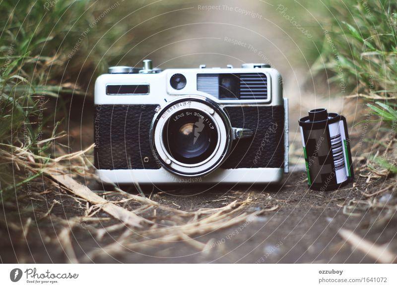 Messsucherkamera mit Film Lifestyle Stil Design Fotokamera Technik & Technologie alt dreckig weich schwarz silber Freizeit & Hobby im Freien Gerät Farbfoto