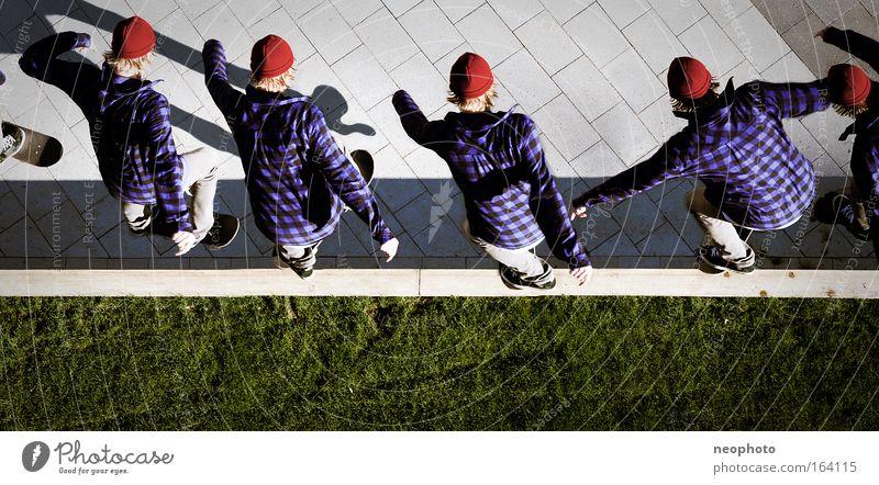 BS Tailslide Mensch Mann Jugendliche Freude Erwachsene Wiese Bewegung lachen springen Mode Park maskulin Geschwindigkeit Erfolg gefährlich 18-30 Jahre