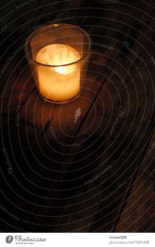 Lichtblick I Kunst ästhetisch Kerze Windlicht Glas Romantik Holztisch leuchten dunkel Farbfoto mehrfarbig Außenaufnahme Detailaufnahme Experiment abstrakt