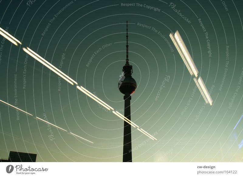 Das ist nicht Berlin [Pt. III] blau schwarz Berlin Architektur Turm Bauwerk violett Skyline historisch Wahrzeichen Stadtzentrum Sehenswürdigkeit Berliner Fernsehturm Bekanntheit Symbole & Metaphern