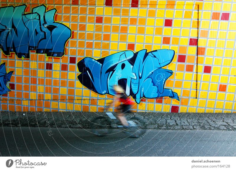 Graffiti Mensch blau rot gelb Straße Wand Bewegung Mauer Fahrrad Schriftzeichen fahren Gemälde Tunnel Sport-Training Fahrradfahren Ornament