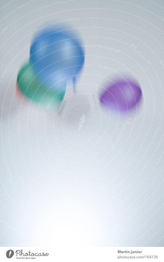 Kindergeburtstag blau grün Spielen Bewegung Party hell Feste & Feiern Wind fliegen Geburtstag Fröhlichkeit rund Luftballon Kunststoff fallen violett