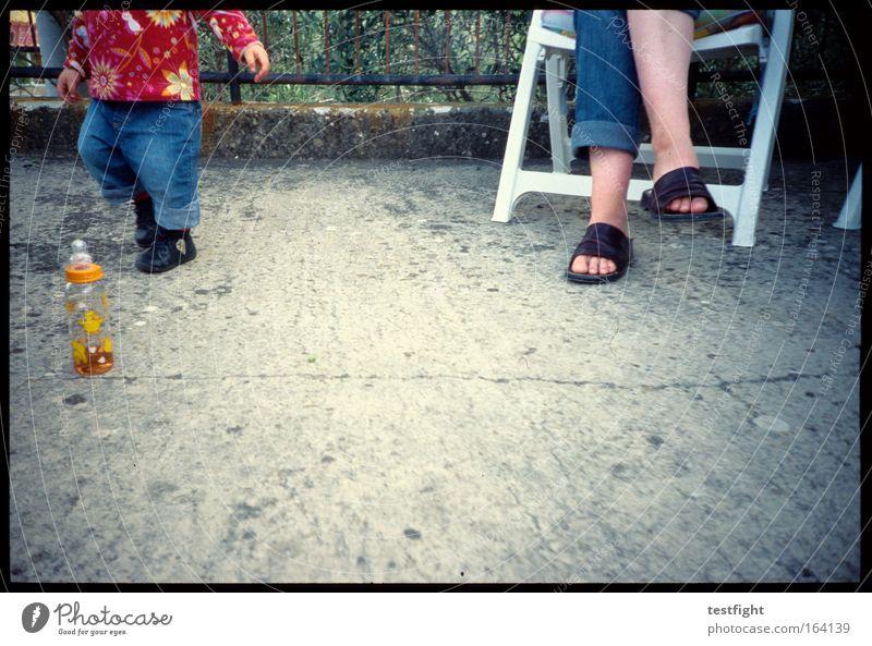 fun fun fun Mensch Kind Mädchen Freude Erwachsene Leben Bewegung Glück springen Beine Fuß Familie & Verwandtschaft Freundschaft Eltern Kindheit sitzen