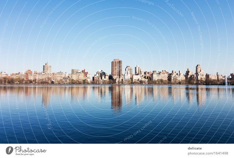 Central Park Umwelt Natur Wasser Himmel Wolkenloser Himmel Frühling Schönes Wetter See New York City USA Stadt Hauptstadt Bauwerk Gebäude Architektur