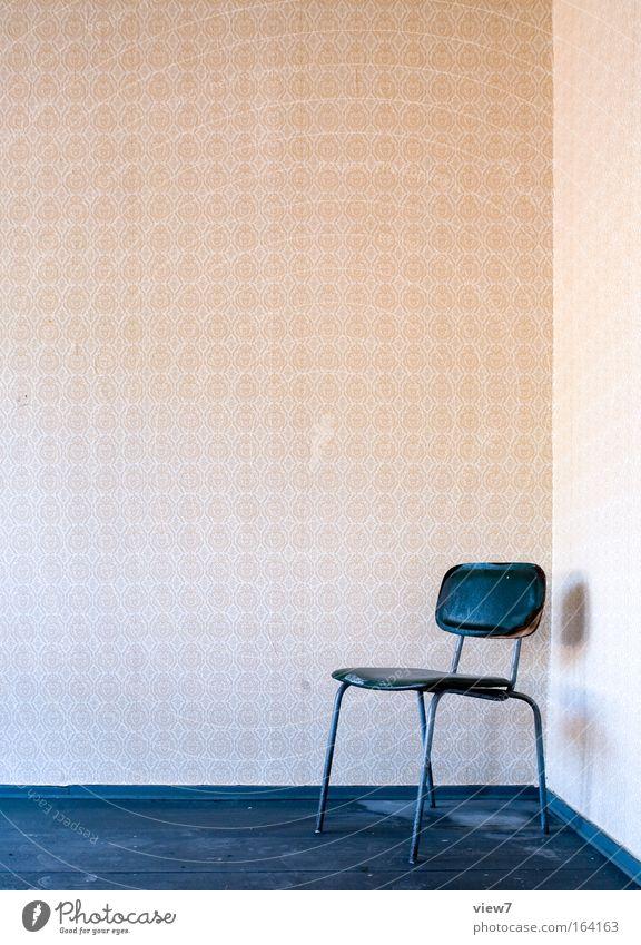 Sitzraum alt Erholung Holz träumen Raum dreckig Wohnung ästhetisch trist Stuhl authentisch einfach einzigartig Innenarchitektur Gelassenheit Tapete