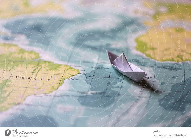kleine reise Wasser Meer Verkehr Schifffahrt Kreuzfahrt fahren Schwimmen & Baden Ferien & Urlaub & Reisen Papierschiff Kontinente Landkarte Amerika Farbfoto