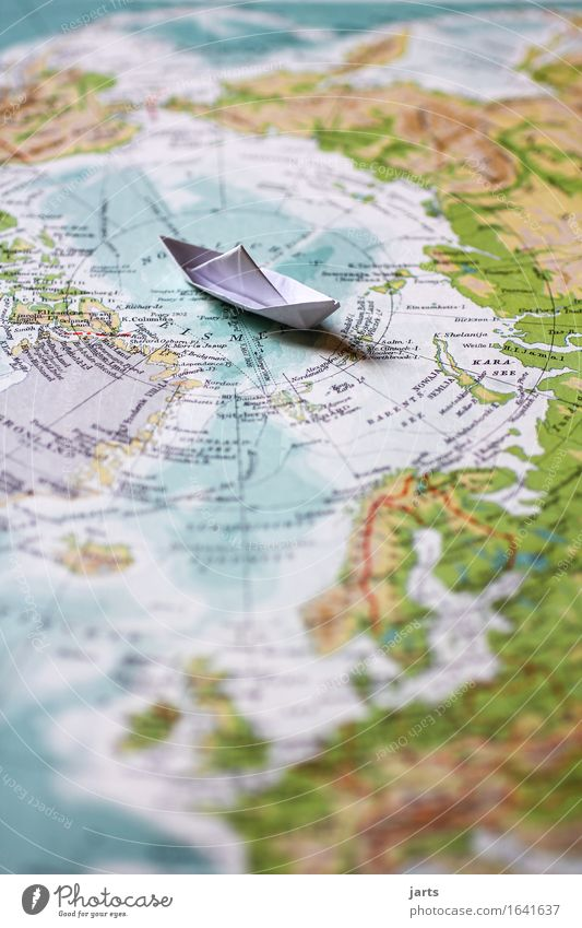 nordpol Landschaft Meer Schifffahrt Kreuzfahrt fahren Schwimmen & Baden Ferien & Urlaub & Reisen Abenteuer Papierschiff Polarmeer Globus Atlas Farbfoto
