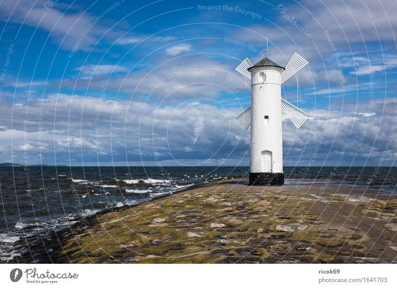Mole in Swinemünde in Polen Ferien & Urlaub & Reisen Tourismus Wellen Natur Landschaft Wasser Wolken Küste Ostsee Turm Leuchtturm Architektur Wahrzeichen Stein