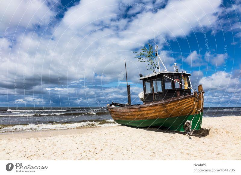 Fischerboot in Ahlbeck auf der Insel Usedom Ferien & Urlaub & Reisen Tourismus Strand Meer Natur Landschaft Sand Wolken Küste Ostsee Wasserfahrzeug blau