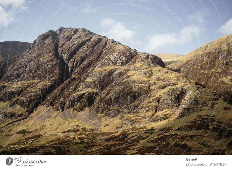 Highlands Umwelt Natur Landschaft Pflanze Wolkenloser Himmel Schönes Wetter Gras Moos Hügel Felsen Berge u. Gebirge Hochebene Gipfel Schlucht Glencoe Schottland