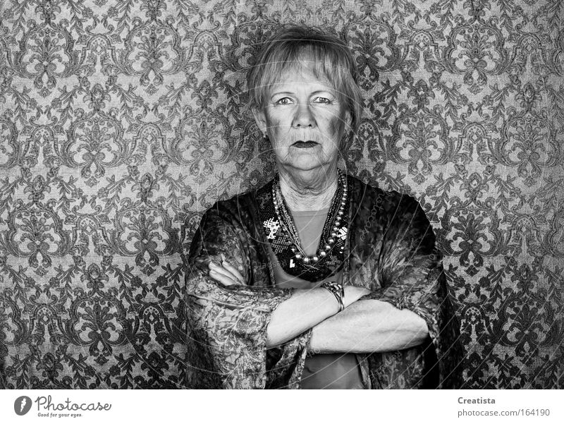 Frau Mensch Gesicht Senior feminin Traurigkeit Arme Ekel Ärger Stolz Hochmut gereizt Verachtung grauhaarig Verbitterung Weiblicher Senior