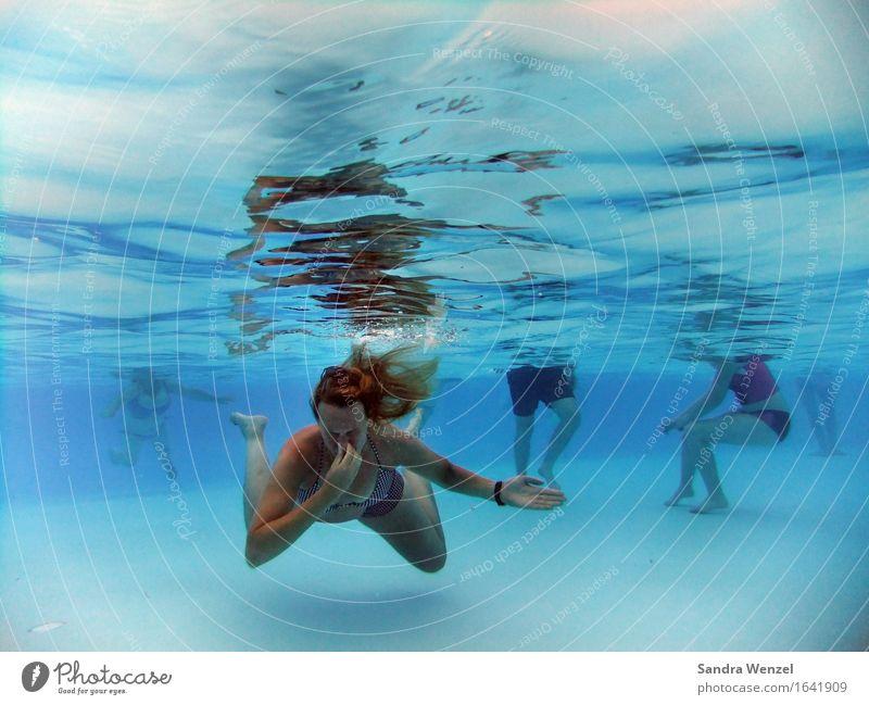Freibad Ferien & Urlaub & Reisen blau Sommer Sonne Erholung Erwachsene feminin Sport Freiheit Menschengruppe Schwimmen & Baden Tourismus Zufriedenheit Körper Wellen Ausflug
