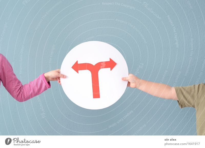 das ist mir Kind blau Hand rot Mädchen Junge Schilder & Markierungen Kindheit Perspektive Zukunft festhalten 8-13 Jahre Pfeil Konflikt & Streit Bruder