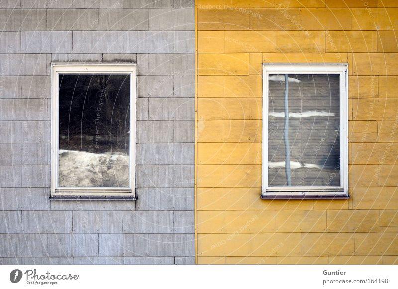 Doppelhaus alt Einsamkeit Haus Fenster Wand Architektur grau Mauer braun dreckig Fassade Langeweile hässlich Klischee Kleinstadt