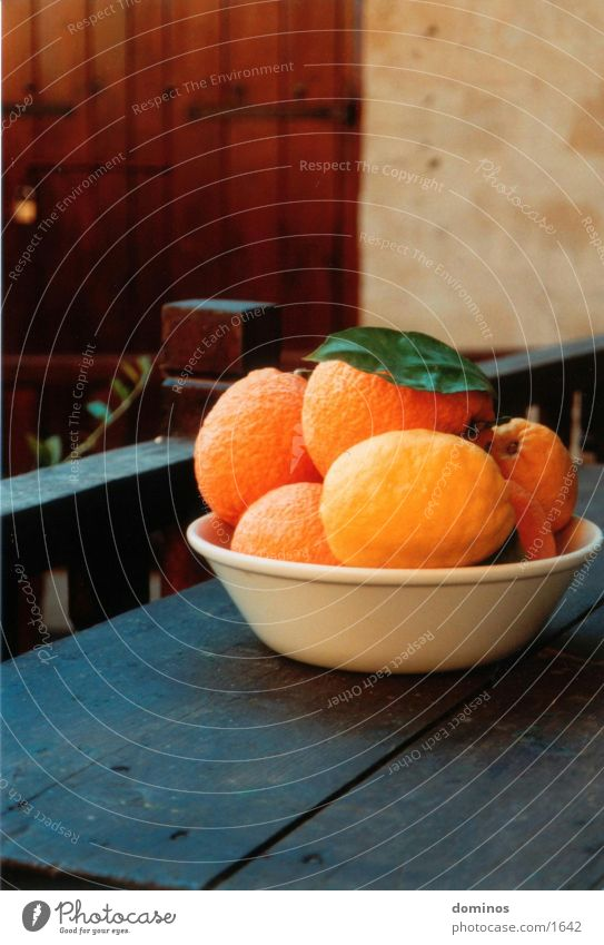 Zirangen & Otronen Orange Ernährung alter Holztisch Schalen & Schüsseln