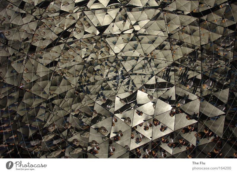 Mirrors on the wall Denken Kunst Architektur Design Zukunft Spiegel silber skurril Surrealismus Museum Ausstellung innovativ Kunstwerk Sehenswürdigkeit