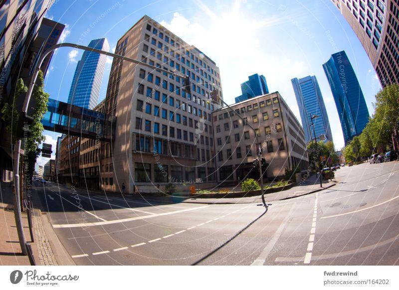 Als wär's New York Farbfoto Außenaufnahme Menschenleer Tag Licht Sonnenlicht Sonnenstrahlen Gegenlicht Fischauge Hauptstadt Stadtzentrum Skyline Hochhaus