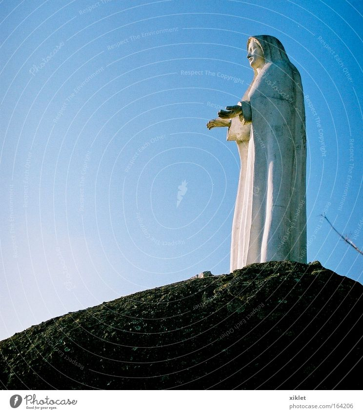 blau weiß Tod Religion & Glaube Traurigkeit Kruzifix Portugal Christentum Christliches Kreuz