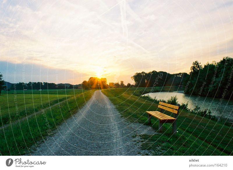 Bereich Abend Sonnenaufgang Sonnenuntergang Umwelt Natur Landschaft Erde Wasser Himmel Wolken Sonnenlicht Feld Fluss Dorf schön gold grün schwarz romantisch