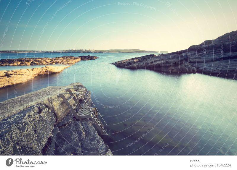 Nicht springen Sommer Sommerurlaub Sonnenbad Meer Wasser Himmel Schönes Wetter Felsen Küste Insel Republik Irland Treppe groß Unendlichkeit blau braun gelb