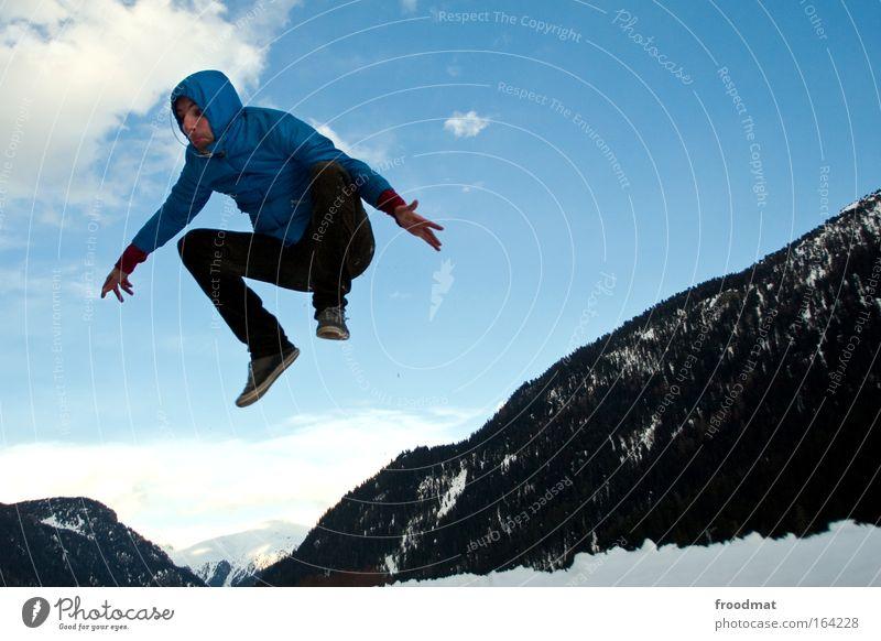 bergfest Mensch Himmel Jugendliche blau Freude Erwachsene Leben Schnee Spielen Berge u. Gebirge springen Kraft fliegen maskulin ästhetisch verrückt