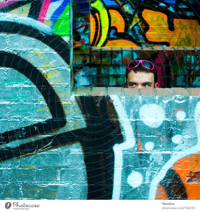 Neon Mensch Mann Jugendliche Stadt Freude Wand Graffiti Erwachsene Stil Mauer maskulin Lifestyle Backstein trashig 18-30 Jahre