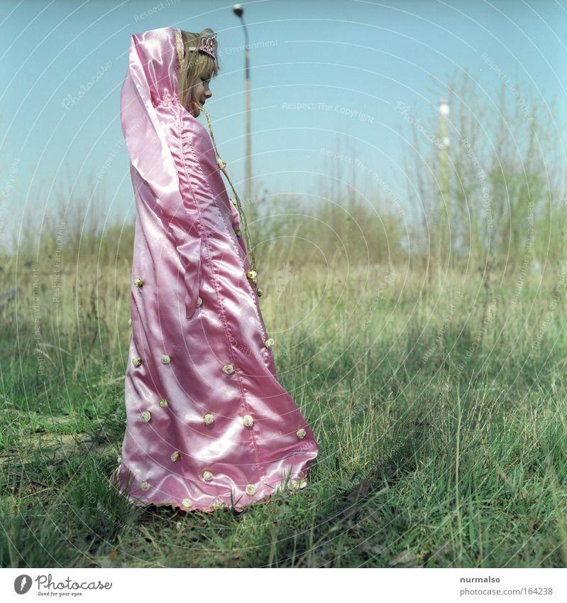 Prinzess V Mensch Kind Freude Farbe Landschaft Spielen Bewegung Gras Glück Garten Stil träumen Kindheit Tanzen rosa glänzend