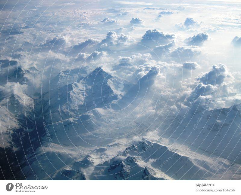 Über den Wolken Farbfoto Außenaufnahme Luftaufnahme Menschenleer Tag Licht Sonnenlicht Sonnenstrahlen Vogelperspektive Panorama (Aussicht) Weitwinkel