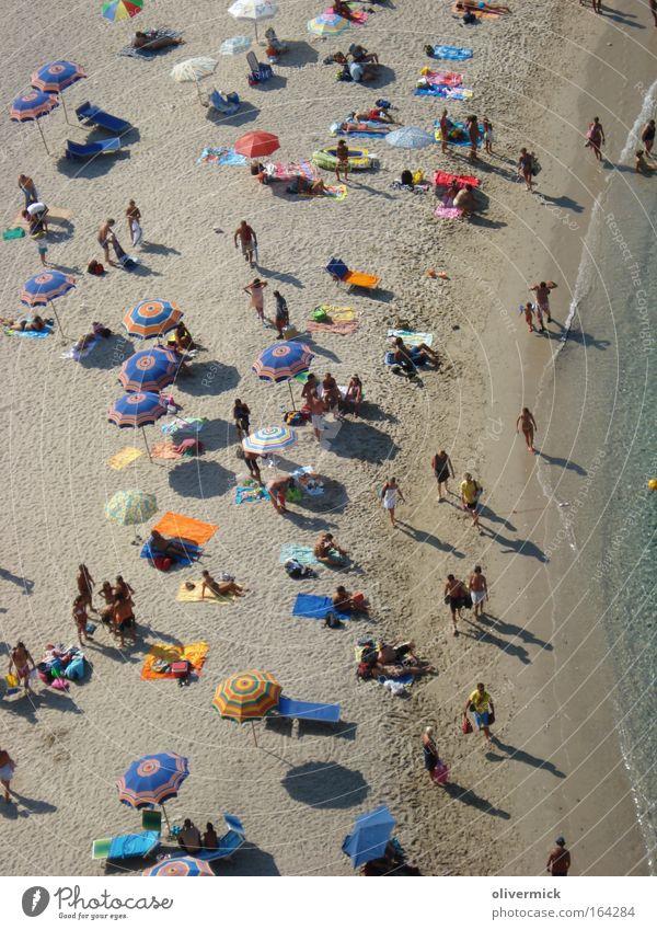 Mit Schirm, Charme und Melone Mensch Natur Wasser Ferien & Urlaub & Reisen Meer Sommer Strand Erwachsene Ferne Erholung Landschaft Spielen Freiheit Sand