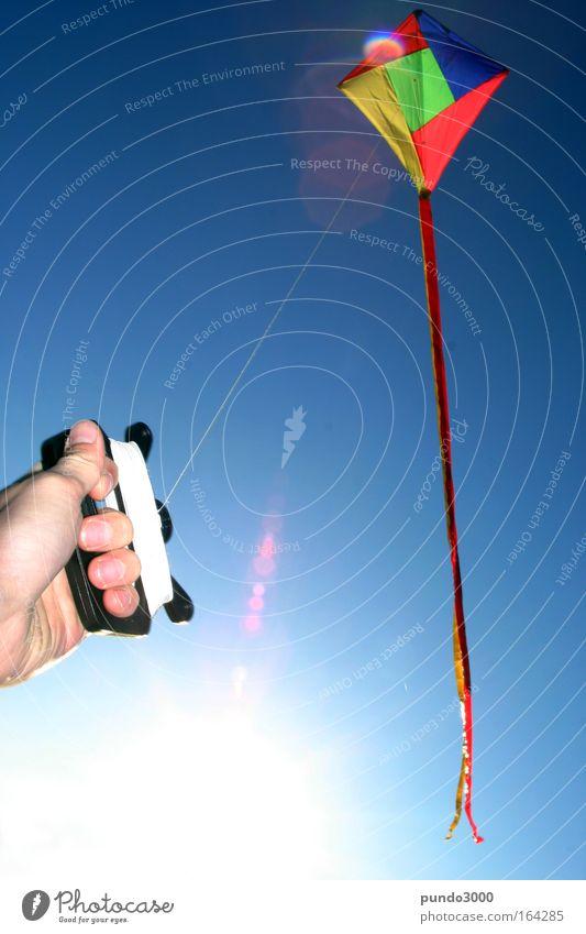 Schön festhalten Natur blau Hand Spielen Luft Wind Freizeit & Hobby fliegen Finger Schnur Schönes Wetter Lenkdrachen Fluggerät