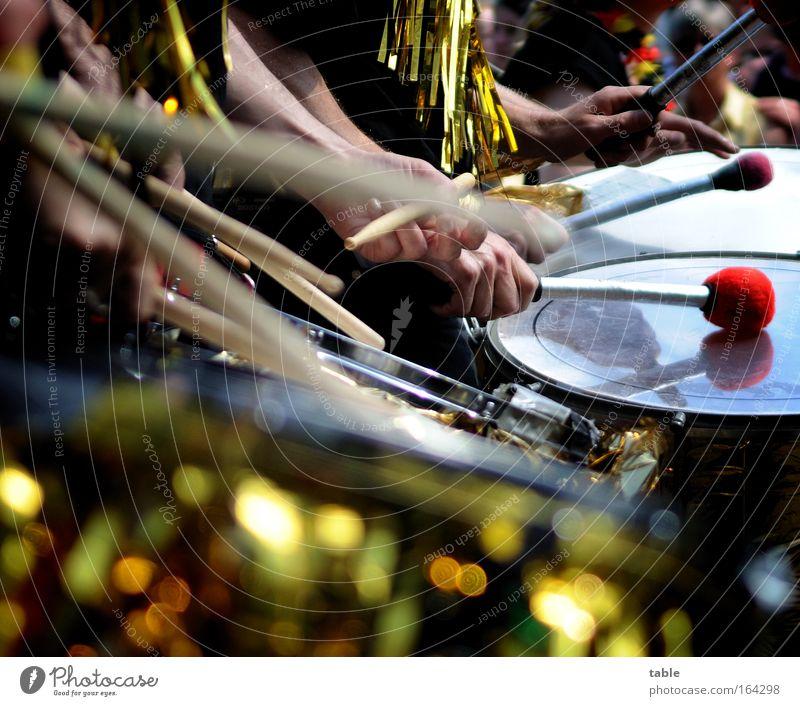 bloco explosão mehrfarbig Außenaufnahme Nahaufnahme Sonnenlicht Bewegungsunschärfe Schwache Tiefenschärfe Lifestyle exotisch Freude Glück Veranstaltung Musik