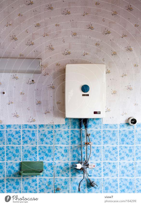 Boiler Wasser alt blau Raum klein Zeit Energiewirtschaft Bad Kitsch Dekoration & Verzierung Vergänglichkeit Innenarchitektur außergewöhnlich Tapete Möbel