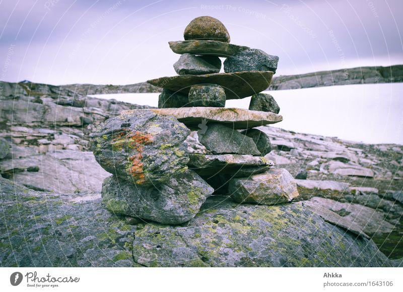 Gesteinsschichten Natur Schnee Felsen Stein Wegweiser Schilder & Markierungen grau Hilfsbereitschaft Niveau Farbfoto Außenaufnahme Nahaufnahme Menschenleer