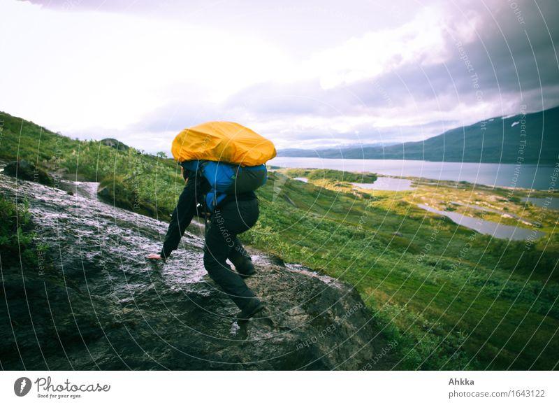 Irrwege III Mensch Natur Ferien & Urlaub & Reisen Landschaft Berge u. Gebirge Wege & Pfade Bewegung feminin See Felsen orange wandern Kraft Ausflug Abenteuer