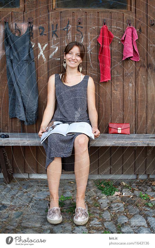 Sommergarderobe... Ferien & Urlaub & Reisen feminin Mädchen Junge Frau Jugendliche Familie & Verwandtschaft Freude Glück Fröhlichkeit Zufriedenheit Lebensfreude
