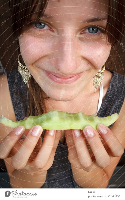 Gesundes Essen Jugendliche Junge Frau Freude Mädchen Essen feminin Glück Lebensmittel Frucht Zufriedenheit Ernährung Lebensfreude Bioprodukte Diät Melone