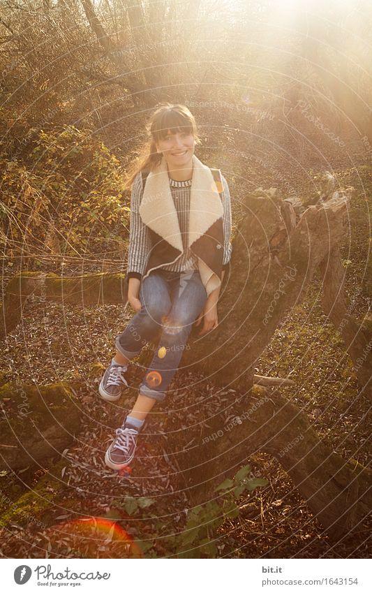 Herbstlachen... feminin Junge Frau Jugendliche Natur Freude Glück Fröhlichkeit Zufriedenheit herbstlich Farbfoto Außenaufnahme Licht Lichterscheinung
