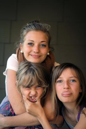 Quatschköpfe³ || Jugendliche Junge Frau Freude Mädchen feminin Familie & Verwandtschaft Glück Freundschaft Kindheit Fröhlichkeit Lebensfreude Zunge Geschwister