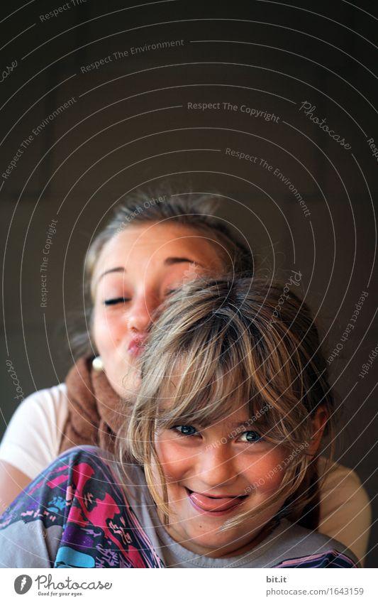 Die Blödel-Schwestern Kindererziehung Kindergarten Schule Schulhof Schulkind Schüler feminin Mädchen Junge Frau Jugendliche Geschwister Familie & Verwandtschaft