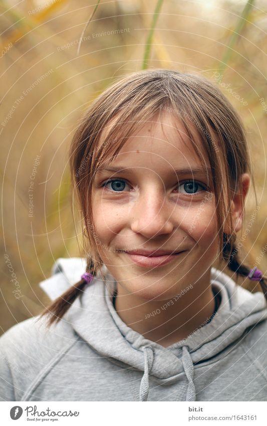 Lächeln Ferien & Urlaub & Reisen Kindererziehung Schule Schulhof Mensch feminin Mädchen Familie & Verwandtschaft Natur Glück Zufriedenheit charmant Farbfoto Tag