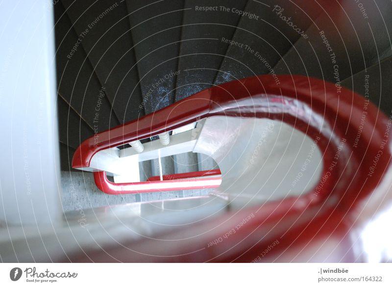 Blick nach unten Farbfoto Innenaufnahme Menschenleer Vogelperspektive Münster Deutschland Europa Haus Architektur Treppe laufen alt rot weiß schwarz hell tief